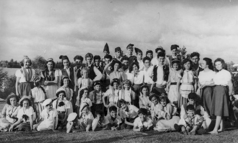 תמונה 17- 225 - ילדי עופר עם שבלים נשר ויסעור - ריקודי עמים 1950