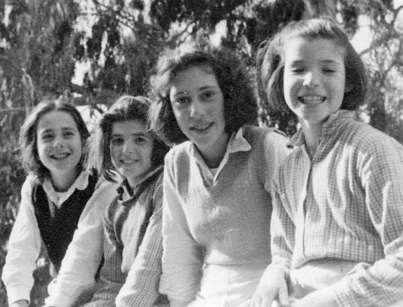 תמונה 12- 225 - בנות עופר - עדנה ונירה לנדסמן תלמה אטינגון-יסעור נורית גרינבוים - שנות ה-40-50