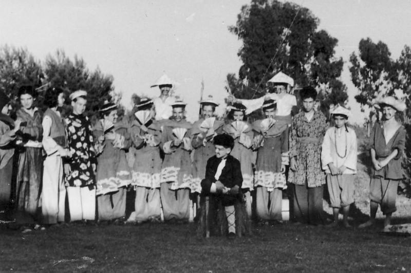 תמונה 4- 223 - הצגת הנסיך הגנוב קבוצת עופר 1950 - כפולה של 2