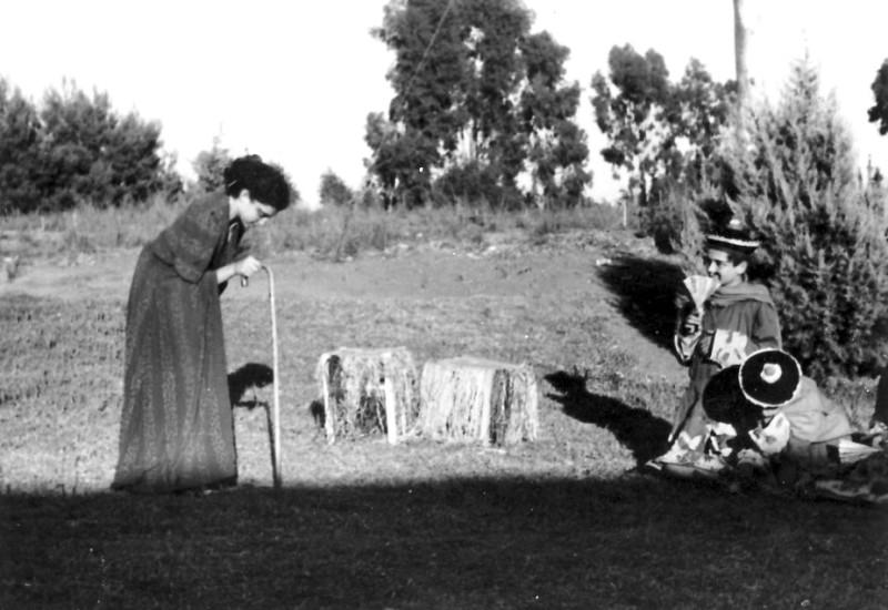 תמונה 3- 223 - הצגת הנסיך הגנוב קבוצת עופר 1950 - שלומית שקדי-אדוט ואביגדור-קובי ברנוביץ