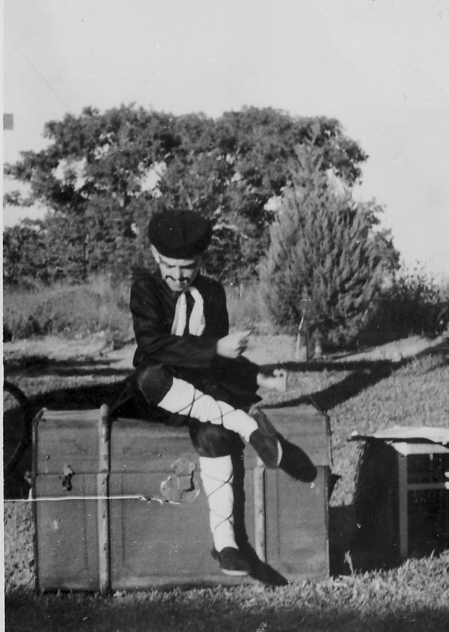 תמונה 12- 223 - הצגת הנסיך הגנוב קבוצת עופר 1950 - חזקי רימון
