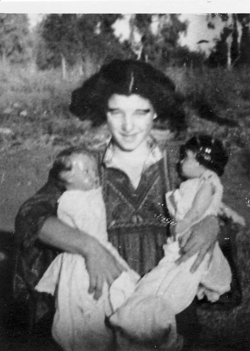 תמונה 11- 223 - הצגת הנסיך הגנוב קבוצת עופר 1950 - שלומית שקדי-אדוט