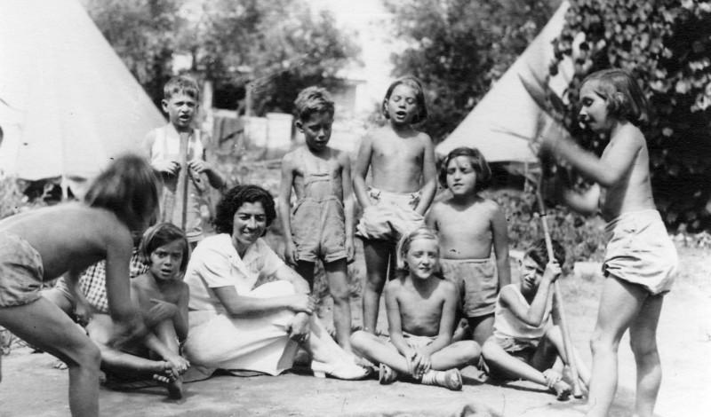 תמונה 16- 219 - קבוצת שבלים עם צשקה - שנות ה- 30-40 - תמר זיידנברג זוזי לב עופרה שילוני-רותם עדה