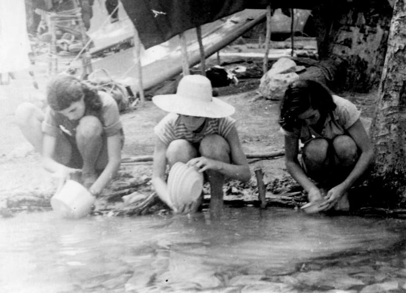 תמונה 23- 140 - קבוצת עופר במחנה - עדנה לנדסמן שלומית שקדי-אדוט נירה רז