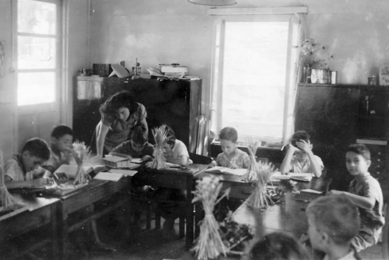 תמונה 14- 131 - צשקה מלמדת את קבוצת עופר נושא הלחם-יגאל חזקי נדב אמנון בראון