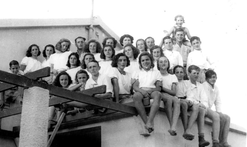 תמונה 2- 122 - קבצות שבלים במוסד עם יצחק רימון ריקל לב ושלמה הניג - 1948