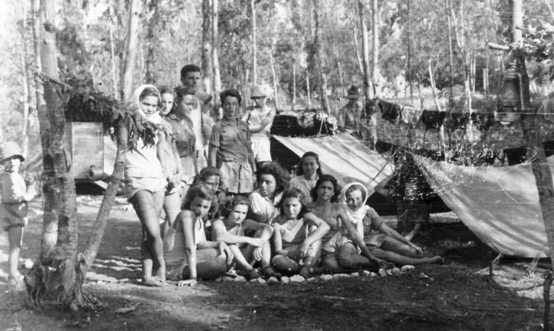 תמונה 14- 126 - קבוצת שבלים עם שלמה הניג במחנה תנועה - מיכל ז. מלכה פרדזה מיכצה