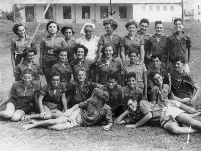 תמונה 18- 121 - קבוצת איילה עם המטפלת פנינה אלוני - תחילת שנות ה-50