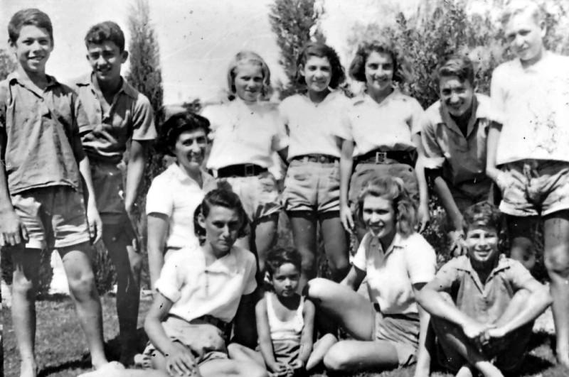 שקופית 41- 75 -גש 1948-נערי קבוצת אורן במשמר העמק-שמות בסכום