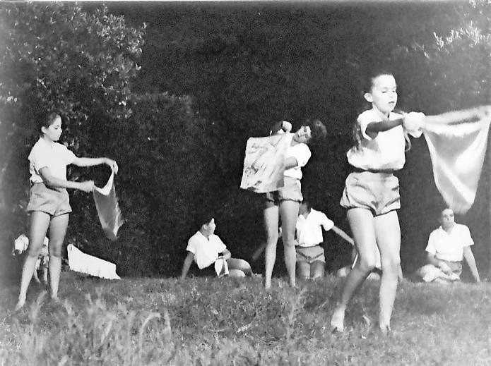 תמונה 4- 9 - קבוצת אורן במופע ריקוד- טלי מזרחי טלי לב מיכל יבנין - שנות ה-60