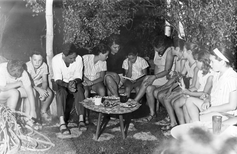 תמונה 6- 9 - קבוצת אורן - מסיבת יום הולדת למיכל וטלי - שמות בגב התמונה ובסיכום