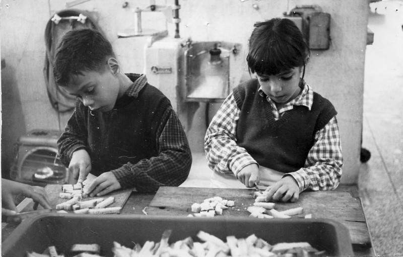 תמונה 6- 54 - קבוצת סלע - אנו מבשלים 1968 - ררד שי גיא אורן