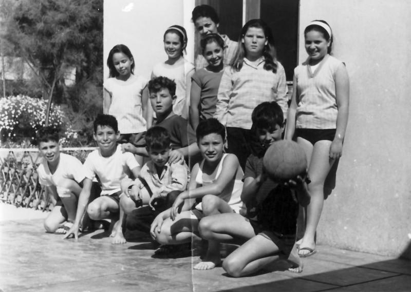 תמונה 8- 348 - קבוצת אורן כיתה ד 1960 - שמות בגב התמונה ובסיכום