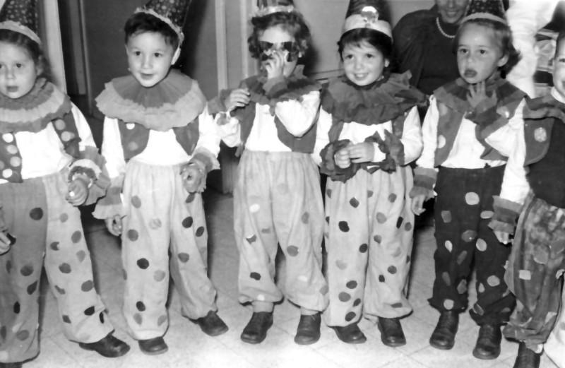 תמונה 10- 323 - קבוצת אורן שנות ה-60-70 - רונית צור דפנה שחור איתן דור