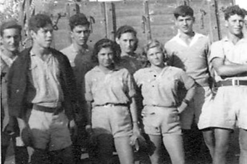 תמונה 18- 216 - קבוצת אורן במשמר העמק - שלמה ודינה הניג גבי אפשטיין חדוה רוזנטל-צפוני -שמות בסיכו