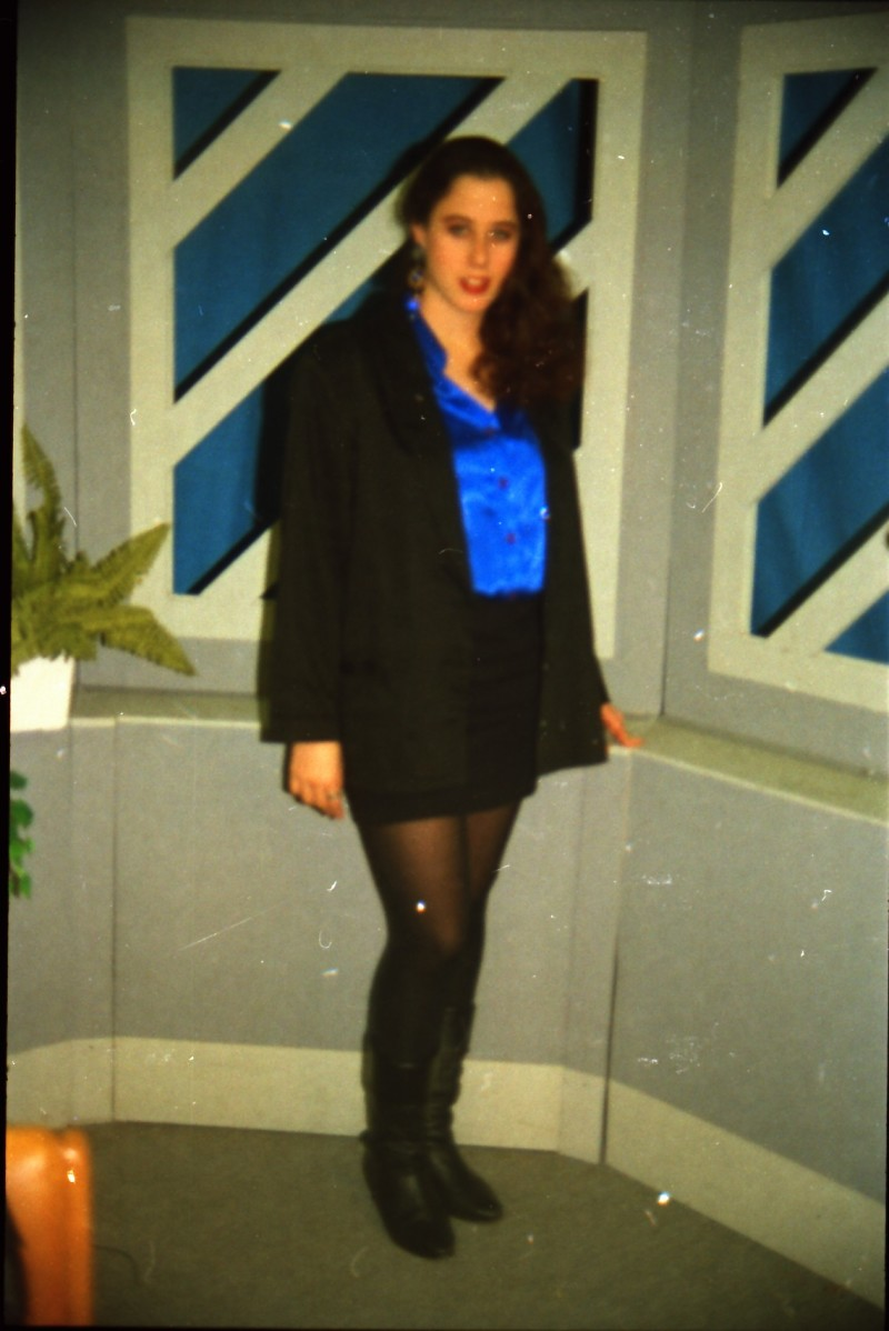 תמונה 43- 304 -ג'ש 1991-במוסד-קב' אנפה באולפן הוידאו-חן טל