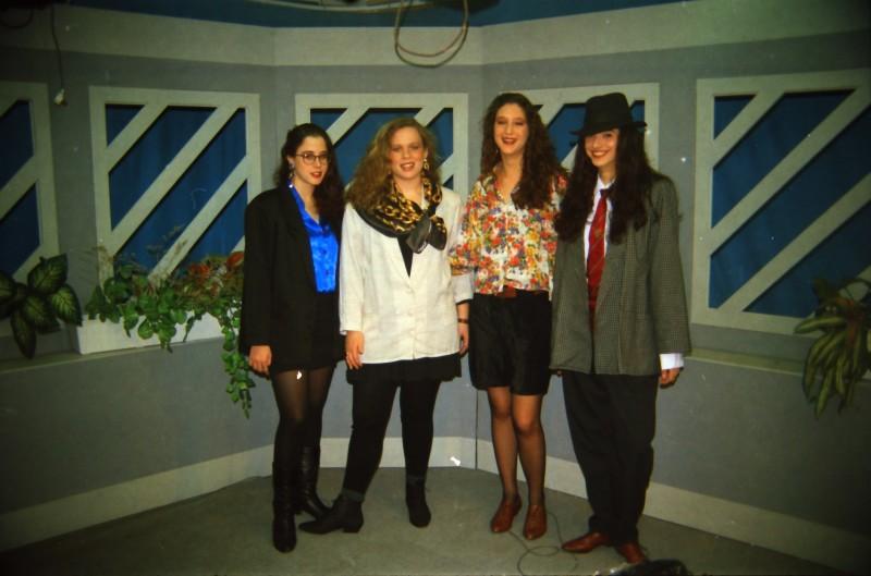 תמונה 41- 304 -ג'ש 1991-במוסד-קב' אנפה באולפן הוידאו-שמות בסכום