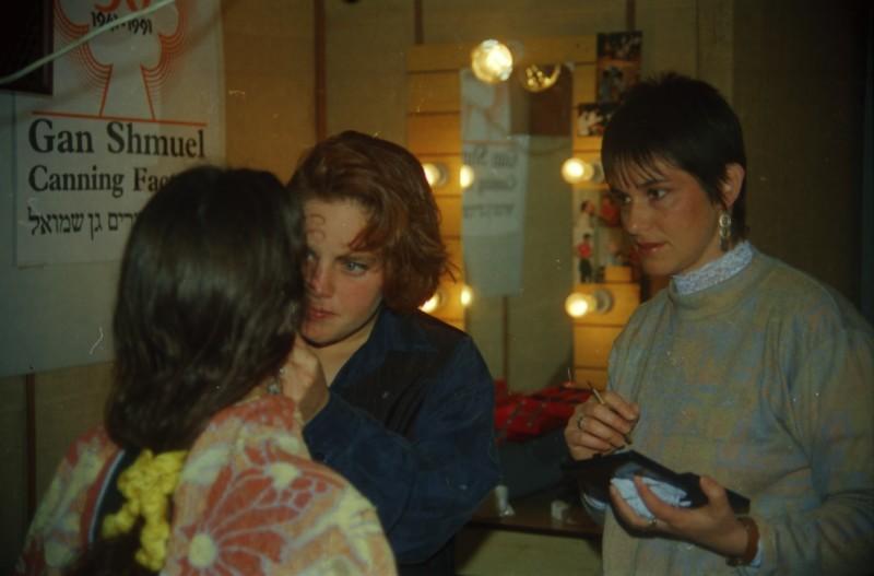 תמונה 38- 304 -ג'ש 1991-במוסד-קב' אנפה באולפן הוידאו-אפרת לוין
