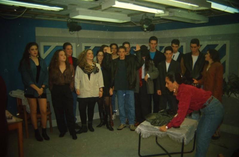 תמונה 37- 304 -ג'ש 1991-במוסד-קב' אנפה באולפן הוידאו-שמות בסכום